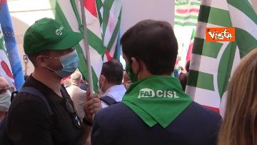 10 - Cgil, Cisl e Uil in piazza contro i licenziamenti. Le foto della manifestazione a Montecitorio