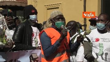 """9 - Le foto dei volti dei lavoratori """"invisibili"""" alla protesta dei braccianti di Montecitorio"""