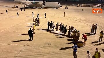 2 - Afghanistan, atterrato all'aeroporto di Fiumicino volo con 211 persone evacuate da Kabul