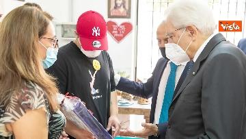 1 - Mattarella firma un casco da lavoro per i ragazzi del carcere minorile di Nisida