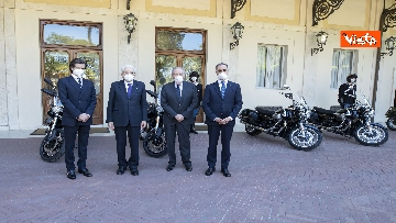 9 - Presentate a Mattarella due nuove moto Guzzi per Corazzieri