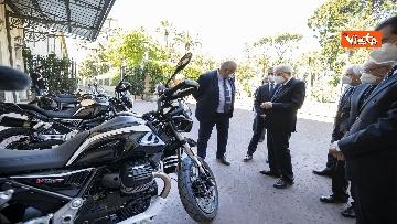 2 - Presentate a Mattarella due nuove moto Guzzi per Corazzieri