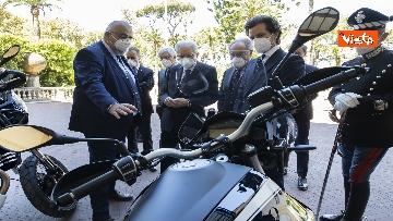3 - Presentate a Mattarella due nuove moto Guzzi per Corazzieri