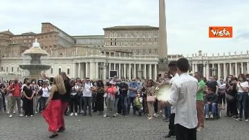 1 - La tradizione salentina a Piazza San Pietro, dopo l'Angelus si balla la pizzica