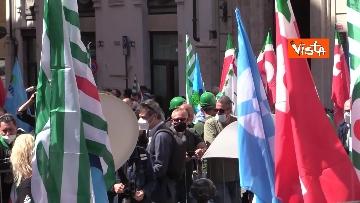 4 - Cgil, Cisl e Uil in piazza contro i licenziamenti. Le foto della manifestazione a Montecitorio