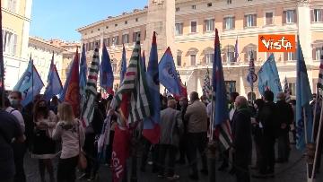 8 - Cgil, Cisl e Uil in piazza contro i licenziamenti. Le foto della manifestazione a Montecitorio