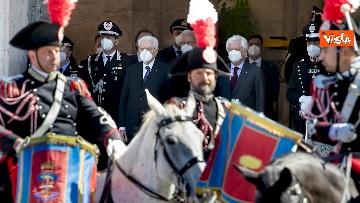 1 - Mattarella assiste al cambio della Guardia dei Corazzieri a cavallo. Le immagini