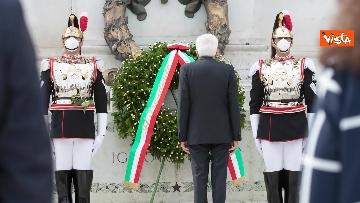 10 - 2 Giugno, Mattarella depone corona all'Altare della Patria. Le immagini