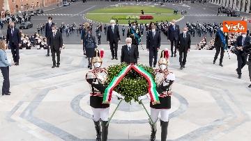 3 - 2 Giugno, Mattarella depone corona all'Altare della Patria. Le immagini