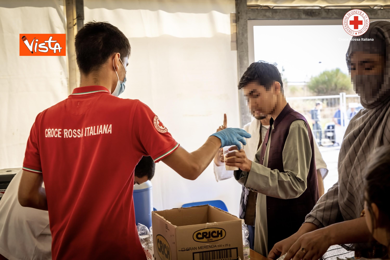 27-08-21 I profughi afghani accolti nel centro della Croce Rossa di Avezzano