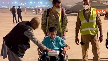 1 - Afghanistan, atterrato all'aeroporto di Fiumicino volo con 211 persone evacuate da Kabul
