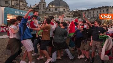 7 - Italia - Turchia, le immagini dei tifosi a Piazza del Popolo