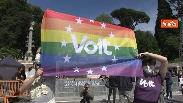 4 - A Piazza del Popolo si balla per far approvare il Ddl Zan