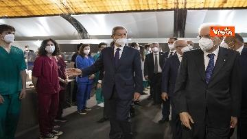 3 - Il Presidente Mattarella in visita all'Hub vaccinale anti Covid allestito alla Fiera del Mediterraneo