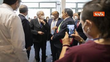 2 - Il Presidente Mattarella in visita all'Hub vaccinale anti Covid allestito alla Fiera del Mediterraneo