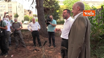1 - Salvini e Michetti visitano il quartiere romano di Casale Caletto. Le foto