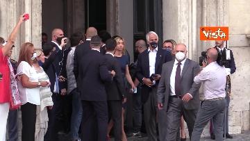 3 - La Nazionale azzurra lascia Palazzo Chigi e sale sul pullman scoperto per salutare i tifosi. Le foto