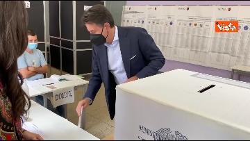9 - Conte alle urne per le elezioni, il momento del voto