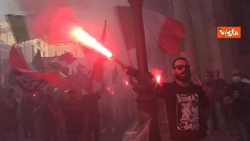 2 - Fumogeni e inno nazionale alla fine della manifestazione di CasaPound a Roma