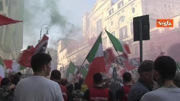 4 - Fumogeni e inno nazionale alla fine della manifestazione di CasaPound a Roma