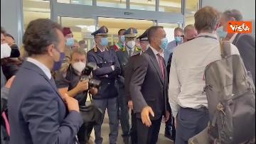 2 - L'arrivo dell'ultimo aereo da Kabul con il console italiano Claudi, ad accoglierlo Di Maio