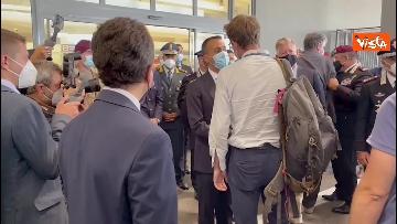1 - L'arrivo dell'ultimo aereo da Kabul con il console italiano Claudi, ad accoglierlo Di Maio