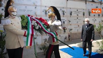4 - Mattarella depone corona di fiori su tomba Altiero Spinelli a Ventotene