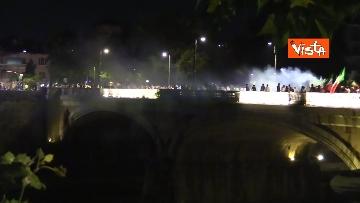 6 - Euro2020, Roma festeggia a colpi di clacson tutta la notte. Le foto dei caroselli per strada