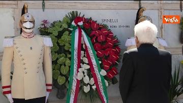 3 - Mattarella depone corona di fiori su tomba Altiero Spinelli a Ventotene