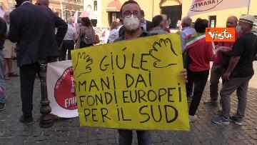 1 - Protesta a Montecitorio per l'equità territoriale Nord-Sud. Le foto