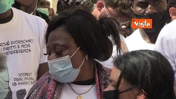 """10 - Le foto dei volti dei lavoratori """"invisibili"""" alla protesta dei braccianti di Montecitorio"""