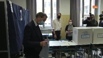4 - Il sindaco di Milano Sala al voto per le amministrative. Le foto