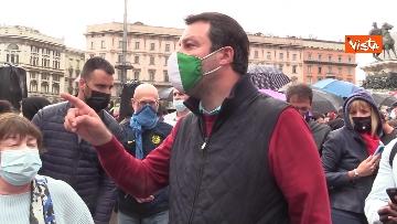 1 - Centinaia di persone davanti al Duomo di Milano per il presidio contro il Ddl Zan, presente anche Salvini