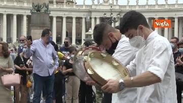 3 - La tradizione salentina a Piazza San Pietro, dopo l'Angelus si balla la pizzica