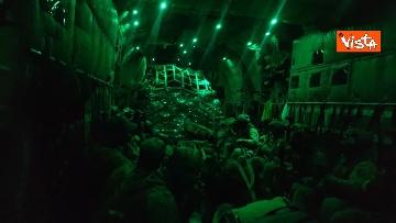 4 - Aquila Omnia, conclusa evacuazione profughi. Le immagini dell'ultimo volo da Kabul