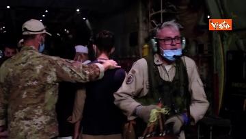 10 - Aquila Omnia, conclusa evacuazione profughi. Le immagini dell'ultimo volo da Kabul