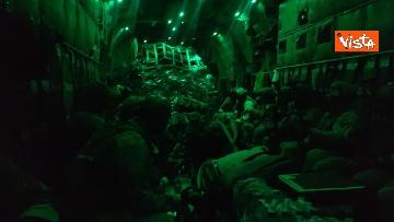 3 - Aquila Omnia, conclusa evacuazione profughi. Le immagini dell'ultimo volo da Kabul