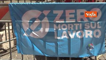 12 - Cgil, Cisl e Uil in piazza contro i licenziamenti. Le foto della manifestazione a Montecitorio