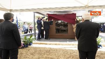 3 - Il Presidente Sergio Mattarella alla caserma Pietro Lungaro in occasione della cerimonia di svelamento della teca contenente i resti della Quarto Savona 15