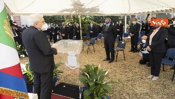5 - Il Presidente Sergio Mattarella alla caserma Pietro Lungaro in occasione della cerimonia di svelamento della teca contenente i resti della Quarto Savona 15