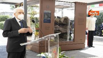 4 - Il Presidente Sergio Mattarella alla caserma Pietro Lungaro in occasione della cerimonia di svelamento della teca contenente i resti della Quarto Savona 15