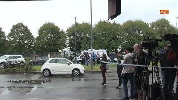 3 - Aereo si schianta contro un palazzo a Milano. Le foto delle ricerche dei soccorritori