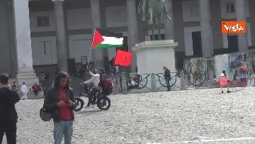 6 - In migliaia a Napoli sfilano a sostegno del popolo palestinese