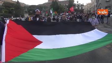 7 - In migliaia a Napoli sfilano a sostegno del popolo palestinese