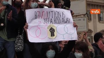 3 - Manifestanti pro-Ddl Zan cercano di disturbare presidio contro legge in piazza Duomo, tensione con la polizia