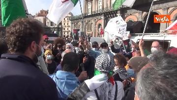 1 - In migliaia a Napoli sfilano a sostegno del popolo palestinese