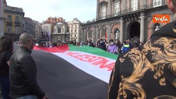 10 - In migliaia a Napoli sfilano a sostegno del popolo palestinese