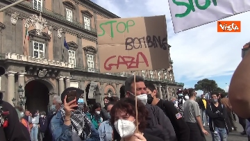 2 - In migliaia a Napoli sfilano a sostegno del popolo palestinese